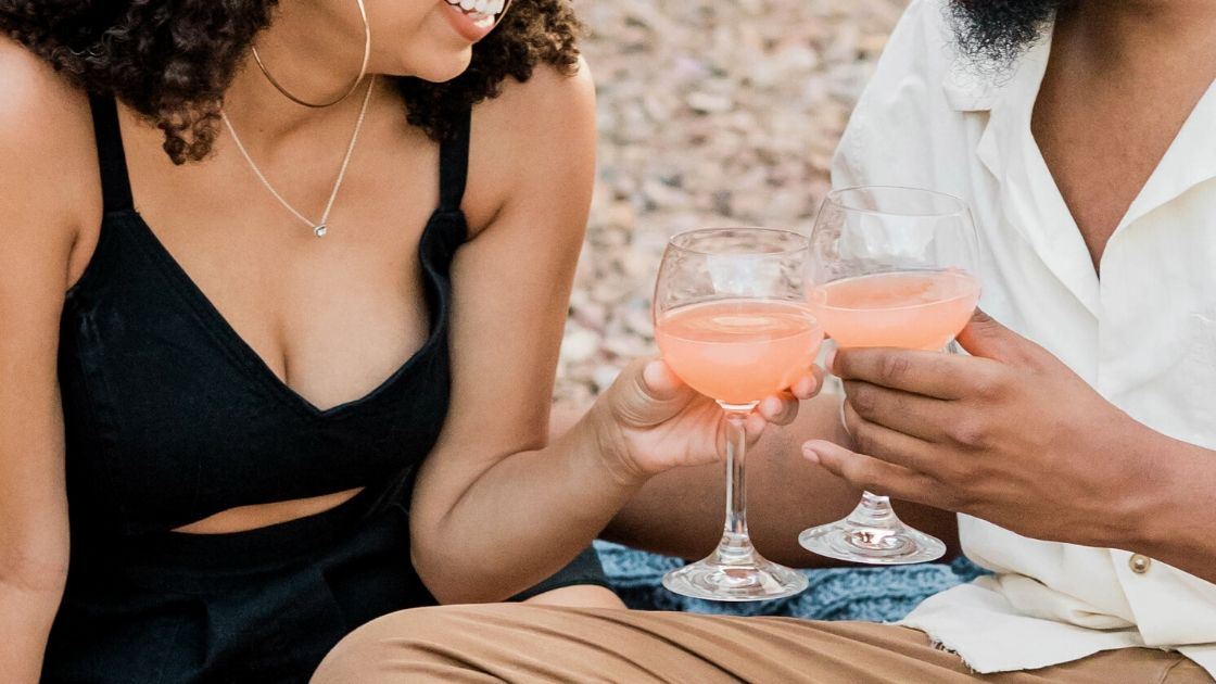 Couple drinking a moderate amount of alcohol to improve gut health and immunity