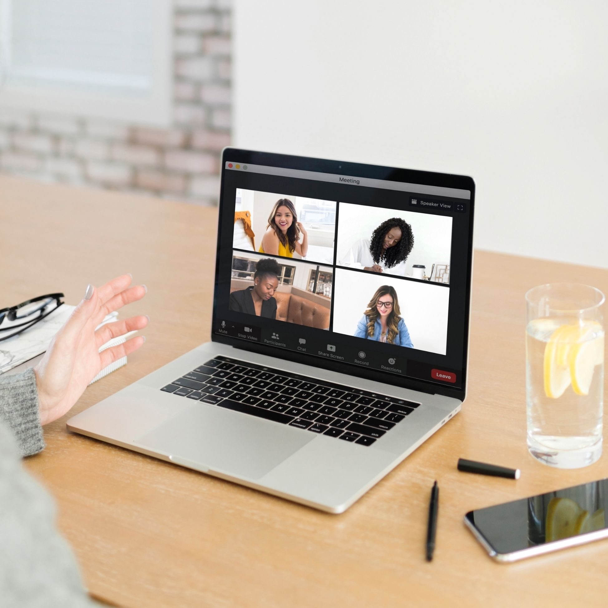 a group nutrition coaching call help virtually: a dietitian is speaking with four clients online